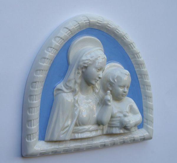 Immagine di Madonna con Bambino in cornice, grande- Maiolica Robbiana