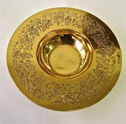 Picture of Paten with vine branches - 24k gold bath (APA163G)