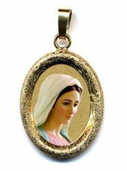 Picture of Our Lady of Medjugorje Gold plated Silver and Porcelain diamond-cut oval Pendant mm 19x24 (0,75x0,95 inch) Unisex Woman Man
