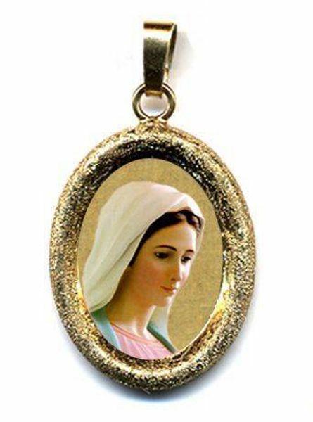 Immagine di Madonna di Medjugorje Ciondolo Pendente ovale diamantato mm 19x24 (0,75x0,95 inch) Argento placcato Oro e Porcellana diamantato Unisex Uomo Donna