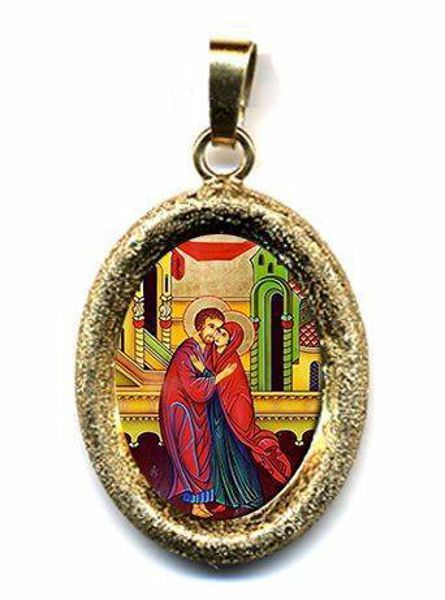 Picture of The embrace of the newlyweds St Anne and St. Joachim Gold plated Silver and Porcelain diamond-cut oval Pendant mm 19x24 (0,75x0,95 inch) Unisex Woman Man