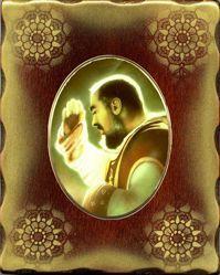 Imagen de Padre Pio Icono de Porcelana sobre tablero dorado cm 15x20x2,5 (5,9x7,9x1,0 inch) de mesa y pared