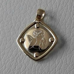 Picture of Angel of Raphael praying Sacred Square Medal Pendant in bas-relief gr 1,2 Yellow Gold 18k for Woman, Boy and Girl