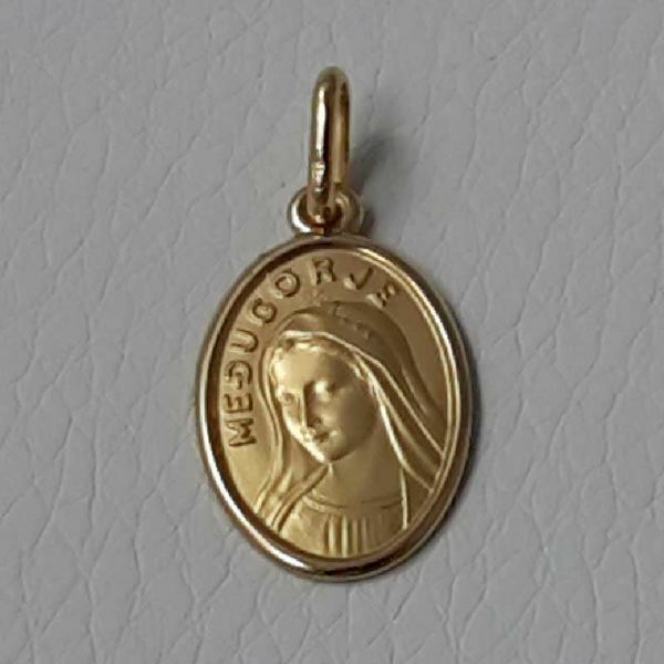 Picture of Our Lady of Medjugorje Coining Sacred Oval Medal Pendant gr 2,1 Yellow Gold 18k with smooth edge Unisex Woman Man