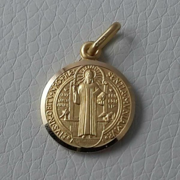 Picture of Cross of Saint Benedict Crux Sancti Patris Benedicti Coining Sacred Medal Round Pendant gr 2,9 Yellow Gold 18k smooth edge Unisex Woman Man