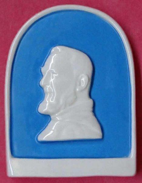 Immagine di Santo Padre Pio Piccola pala da Muro h. cm 11 (4,3 in) Bassorilievo Ceramica Invetriata