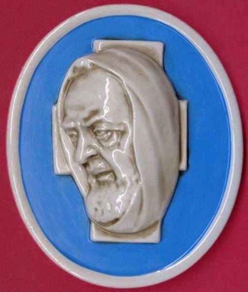 Immagine di Santo Padre Pio Tondo da Muro cm 23x19 (9,1x7,5 in) Bassorilievo Maiolica Robbiana