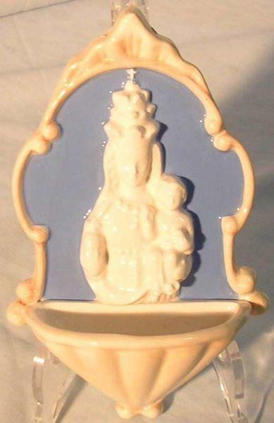 Imagen de Nuestra Señora de Oropa Pila de Agua Bendita cm 20 (7,9 in) Bajorrelieve Cerámica Della Robbia Benditera