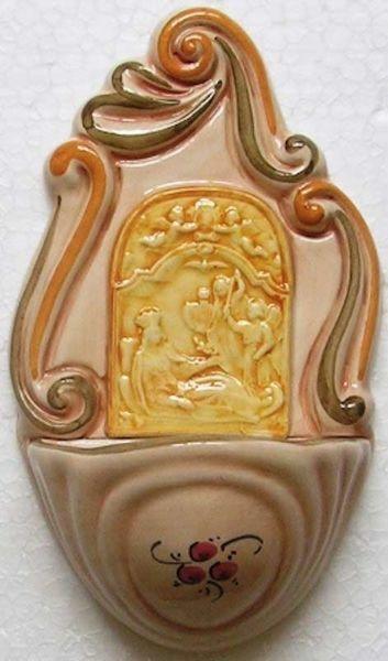 Imagen de Virgen con San Miguel Arcángel Pila de Agua Bendita cm 14 (5,5 in) Cerámica vidriada Benditera pintada a mano