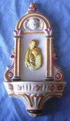 Imagen de Sagrada Familia y Ángel Pila de Agua Bendita Barroca cm 31 (12,2 in) Cerámica vidriada pintada a mano