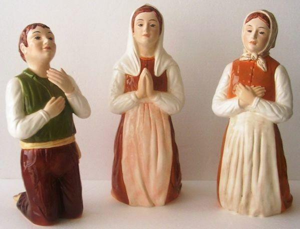 Immagine di Statua Tre Pastorelli di Fatima cm 40 (15,7 in) Maiolica invetriata di Deruta dipinta a mano