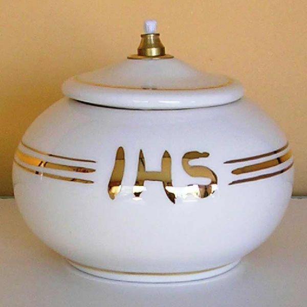 Imagen de Símbolo IHS Lámpara Votiva de Cera Líquida Blanca Hilo de Oro. Candil de cera líquida (o de aceite) en Cerámica hecha y decorada a mano en Deruta (Italia). <br />Con gigler en latón y mecha  <br />cm 12 (4,7 in)  <br />1 Lumbre