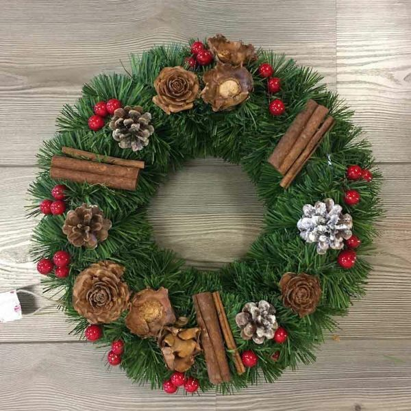 Picture of Christmas Wreath in plastic PVC diam. cm 35 (13,8 inch) green with natural decorations, red berries and cones
