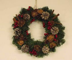 Picture of Pine Branch Christmas Wreath diam. cm 35 (13,8 inch) green plastic PVC with natural decorations, red berries and cones