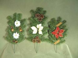 Picture of Set of 3 Pine Branch Christmas Wreaths cm 55 (21,7 inch) green with decorations, flowers and cones plastic PVC