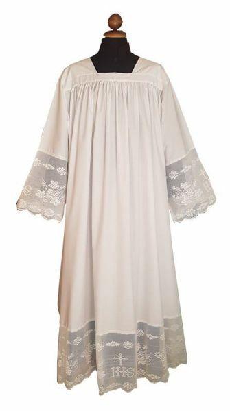 Risultati immagini per camice sacerdotale