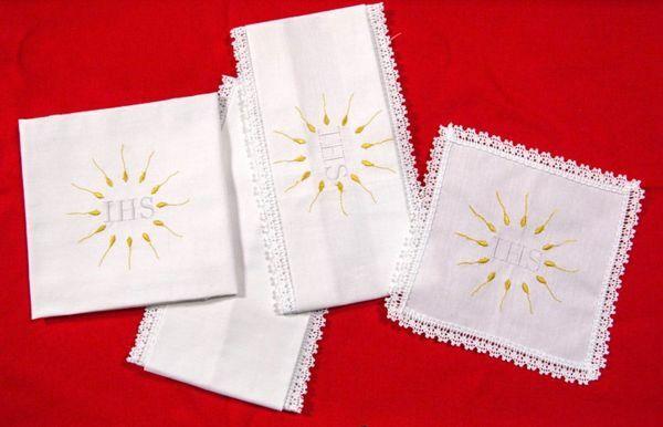 Immagine di Servizio Messa ricamato JHS puro Cotone Set Completo Biancheria Altare