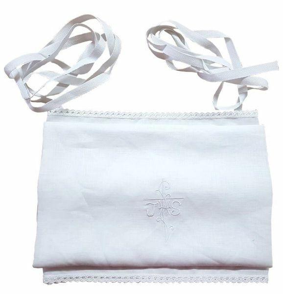 Imagen de Amito litúrgico con bordado blanco JHS y cintas de Lino puro