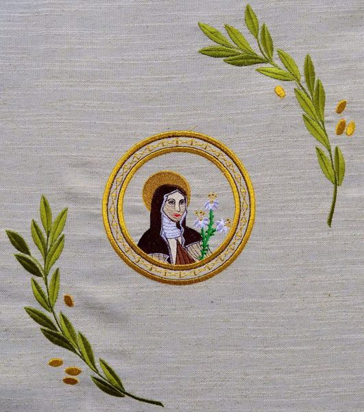 Picture of Liturgical Chasuble Embroidered Saint Clare Olive Branches in Hemp and Linen blend Ecru Ivory Chorus