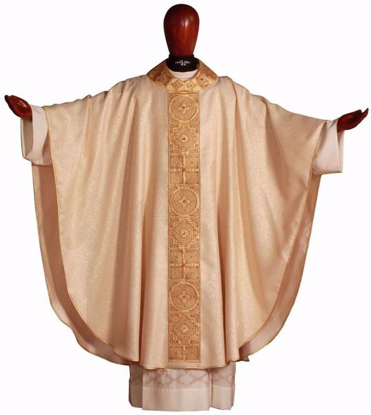 Picture of Gothic Chasuble in Gold Wool and Silk blend Round Collar Geometrical Embroidery Golden Orphrey and Neck Ivory Chorus
