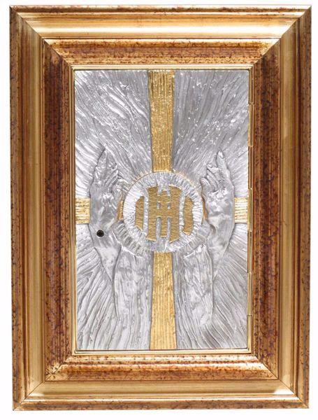 Immagine di Tabernacolo da incasso a muro con Esposizione cm 55x42 (21,7x16,5 inch) Mani oranti Croce IHS Raggi ottone Porta bicolore Ciborio da parete
