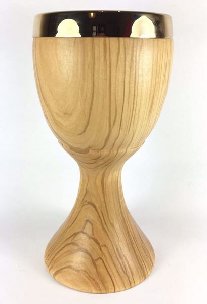 Picture of Eucharistic Chalice H. cm 20 (7,9 inch) smooth Finish in Olive Wood of Assisi