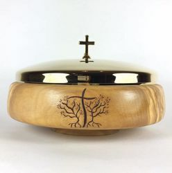 Picture of Liturgical Paten Diam. cm 14 (5,5 inch) JHS Symbol and Olive Branches carved by hand in Olive Wood of Assisi