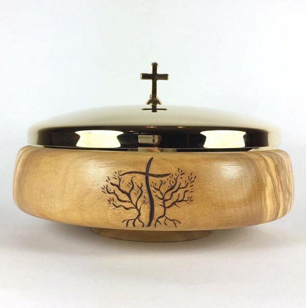 Immagine di Patena liturgica Diam. cm 14 (5,5 inch) Simbolo JHS e Rami di Ulivo scolpita a mano in Legno di Ulivo di Assisi