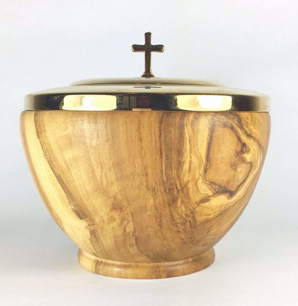 Picture of Low Liturgical Ciborium H. cm 12 (4,7 inch) with Lid in Olive Wood of Assisi