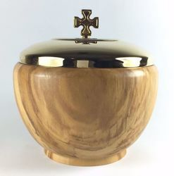Picture of Liturgical Ciborium H. cm 12 (4,7 inch with Lid smooth Finish in Olive Wood of Assisi