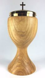 Picture of Liturgical Ciborium H. cm 18 (7,1 inch) with Lid smooth Finish in Olive Wood of Assisi