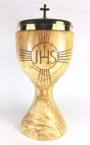 Imagen de Copón litúrgico Ciborio H. cm 20 (7,9 inch) Símbolo JHS y Rayos de Luz de Madera de Olivo de Asís