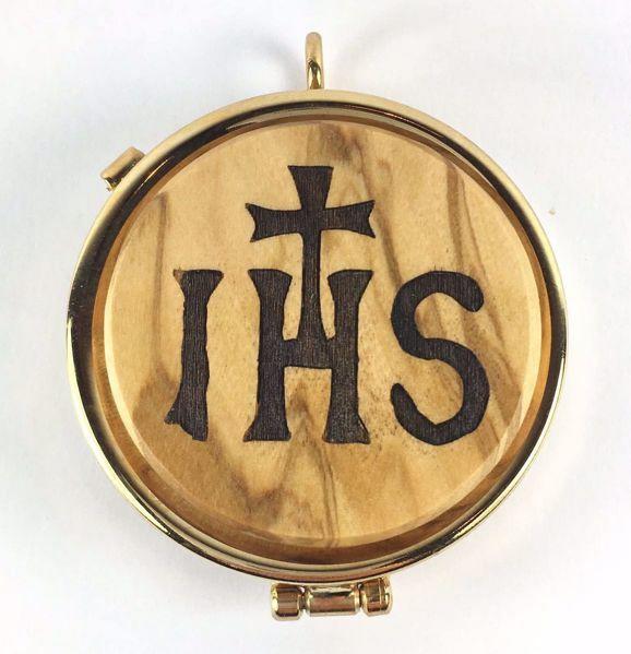 Immagine di Teca eucaristica porta Viatico Scatola per Ostie Diam. cm 5 (2,0 inch) Simbolo IHS in Ottone dorato e Legno di Ulivo di Assisi