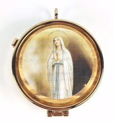 Picture of Eucharistic Pyx Hosts Box Diam. cm 5 (2,0 inch) praying Virgin Mary in Gold plated Brass and Olive Wood of Assisi