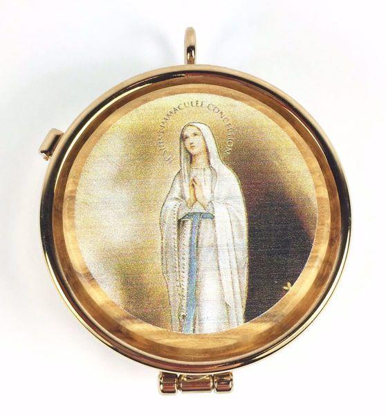 Immagine di Teca eucaristica Viatico Scatola porta Ostie Diam. cm 5 (2,0 inch) Madonna in Preghiera in Ottone dorato e Legno di Ulivo di Assisi