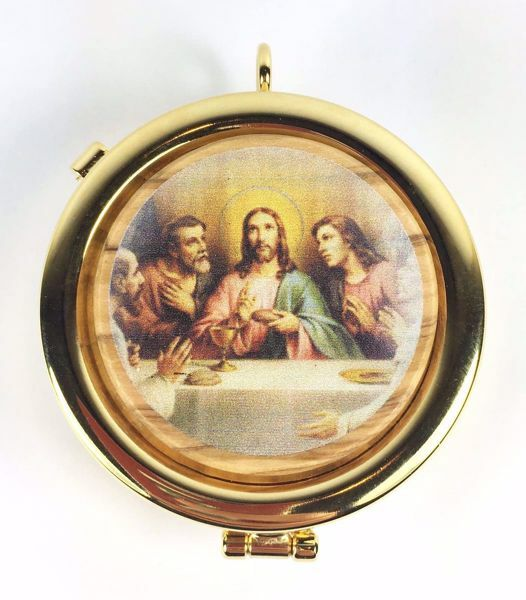 Picture of Eucharistic Pyx Hosts Box Diam. cm 6 (2,4 inch) Last Supper in Gold plated Brass and Olive Wood of Assisi
