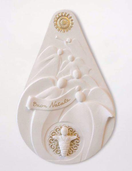 Immagine di Buon Natale Gold cm 27,5 (10,8 inch) Statua Presepe in bassorilievo in argilla refrattaria bianca Ceramica Centro Ave Loppiano