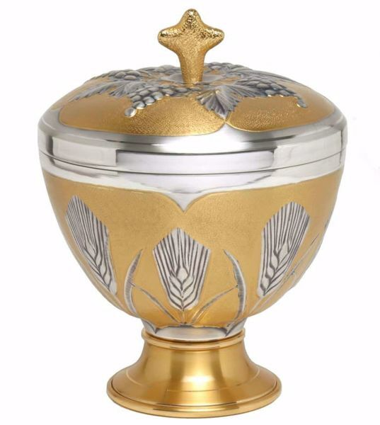 Picture of Liturgical Ciborium H. cm 19 (7,5 inch) Ears of Wheat in chiseled brass Silver Bicolor