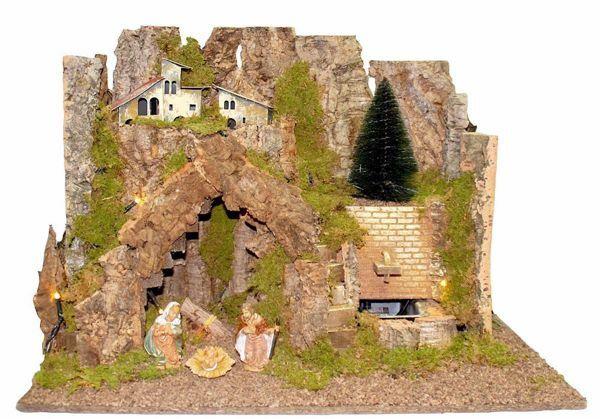 Immagine di Set Natività Sacra Famiglia 3 Pezzi con Paesaggio cm 10 (39 inch) Villaggio Presepe Euromarchi con luci e cascata