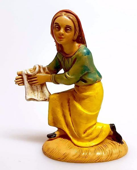 Picture of Woman washing cm 10 (3,9 inch) Pellegrini Nativity Scene small size Statue Wood Stained plastic PVC traditional Arabic indoor outdoor use