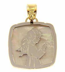 Picture of Guardian Angel praying Sacred Square Medal Pendant gr 1,9 Bicolour yellow white Gold 18k with white Mother of Pearl for Children (Boys and Girls)