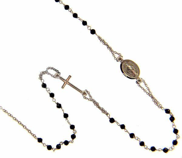 Imagen de Collar Rosario Cuello Redondo con Medalla Nuestra Señora Milagrosa Cruz y cadena pasante gr 3,7 Oro blanco 18kt con Onyx para Mujer