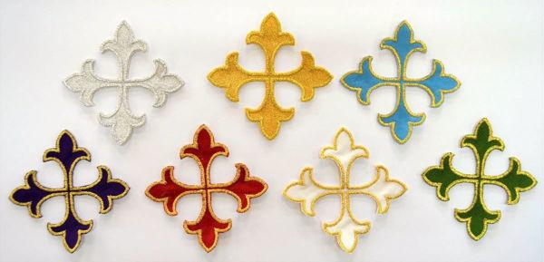 Immagine di Applicazione Ricamata Croce Gigliata cm 8 (3,1 inch) su Tessuto di Raso Oro Argento Avorio Rosso Verde Viola  Azzurro Chorus Emblema per Paramenti liturgici