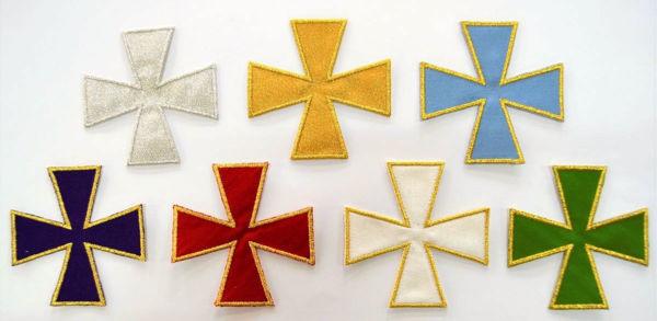 Immagine di Applicazione Ricamata Croce Greca piccola cm 8x8 (3,1x3,1 inch) su Tessuto di Raso Oro Argento Avorio Rosso Verde Viola Azzurro Chorus Emblema per Paramenti liturgici