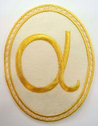 Immagine di Applicazione Ricamata ovale Alfa cm 15,2x20,1 (6,0x7,9 inch) su Tessuto di Raso Avorio Rosso Verde Viola Chorus Emblema per Paramenti liturgici