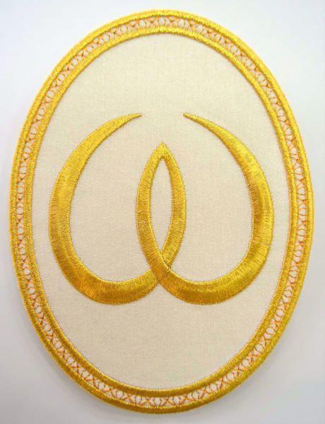 Immagine di Applicazione Ricamata ovale Omega cm 15,2x20,1 (6,0x7,9 inch) su Tessuto di Raso Avorio Rosso Verde Viola Chorus Emblema per Paramenti liturgici