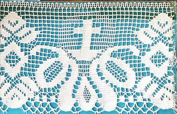 Immagine di Merletto a Tombolo Ricamo Croce piccola H. cm 21 (8,3 inch) puro Cotone Bianco Pizzo per Tovaglia da Altare e Paramenti Sacri