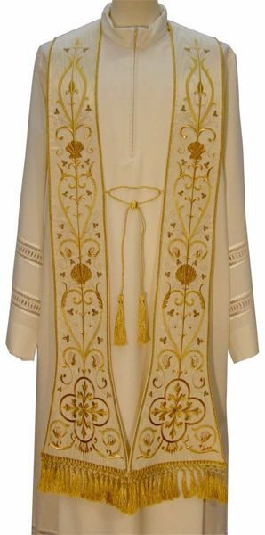 Picture of Priestly Roman Stole with Shell in Moiré Silk Ivory Red Green Purple Chorus