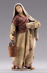 Imagen de Mujer con cubo cm 10 (3,9 inch) Pesebre vestido Immanuel estilo oriental estatua en madera Val Gardena trajes de tela