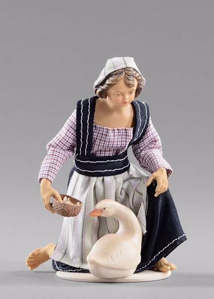 Imagen de Niña arrodillada con ganso cm 12 (4,7 inch) Pesebre vestido Hannah Alpin estatua en madera Val Gardena trajes de tela
